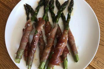 Espárragos y jamón serrano - Asparagus wrapped in Serrano ham