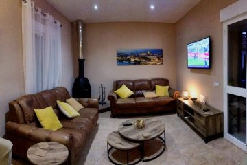 Casa Uno TV Lounge