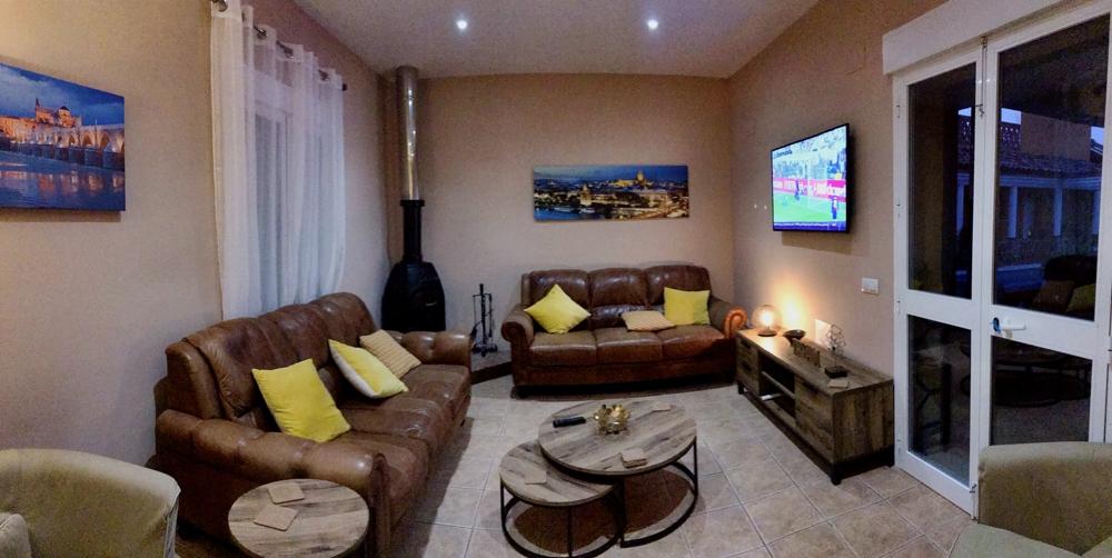 Casa Uno TV Lounge